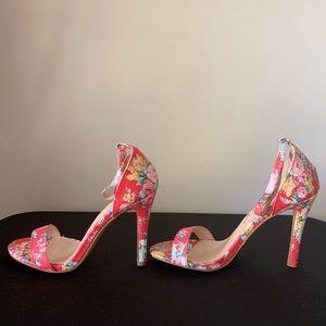 ALLEGRA K FLORAL HI-HEELED SANDAL W/ankle strap